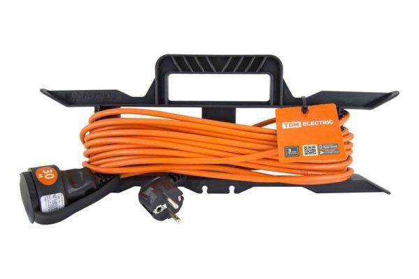 Удлинитель-шнур силовой на рамке УШ10 TDM (штепс. гнездо, 30м ПВС 2х1,0) SQ1302-0313